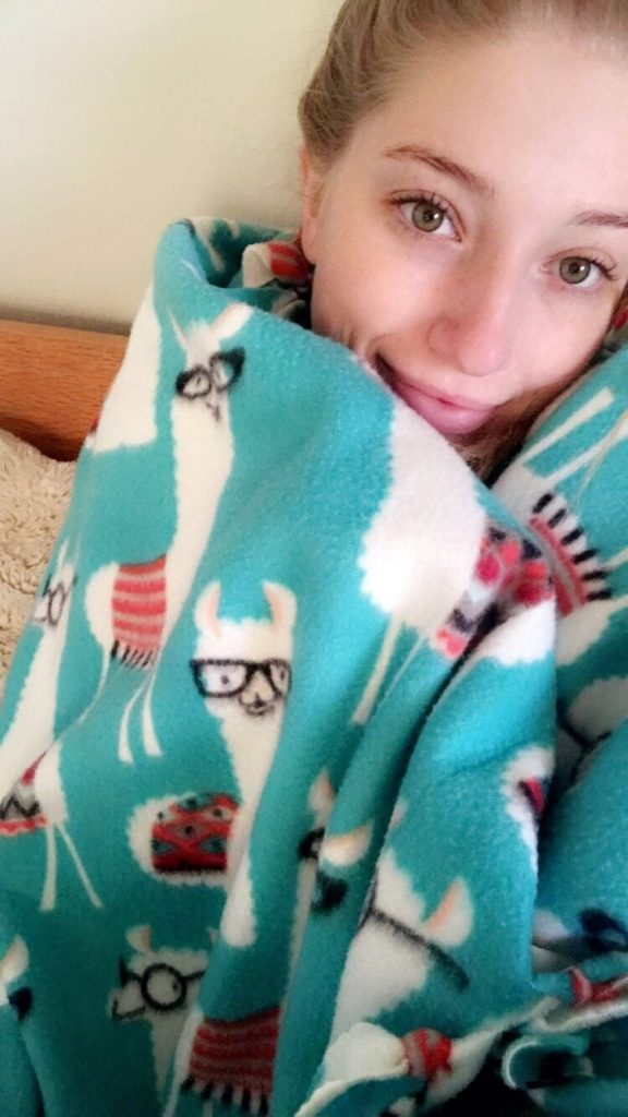 Easy No Sew Blanket Project for Kids 3