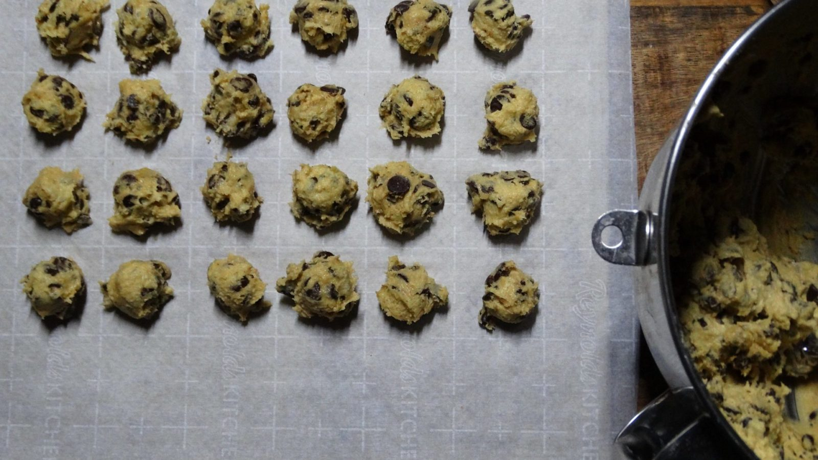 Delicious and easy to make, these low carb, keto and thm friendly chocolate chip cookies are sugar free, gluten free, high in fiber and amazingly delicious! #KetoChocolateChipCookie
