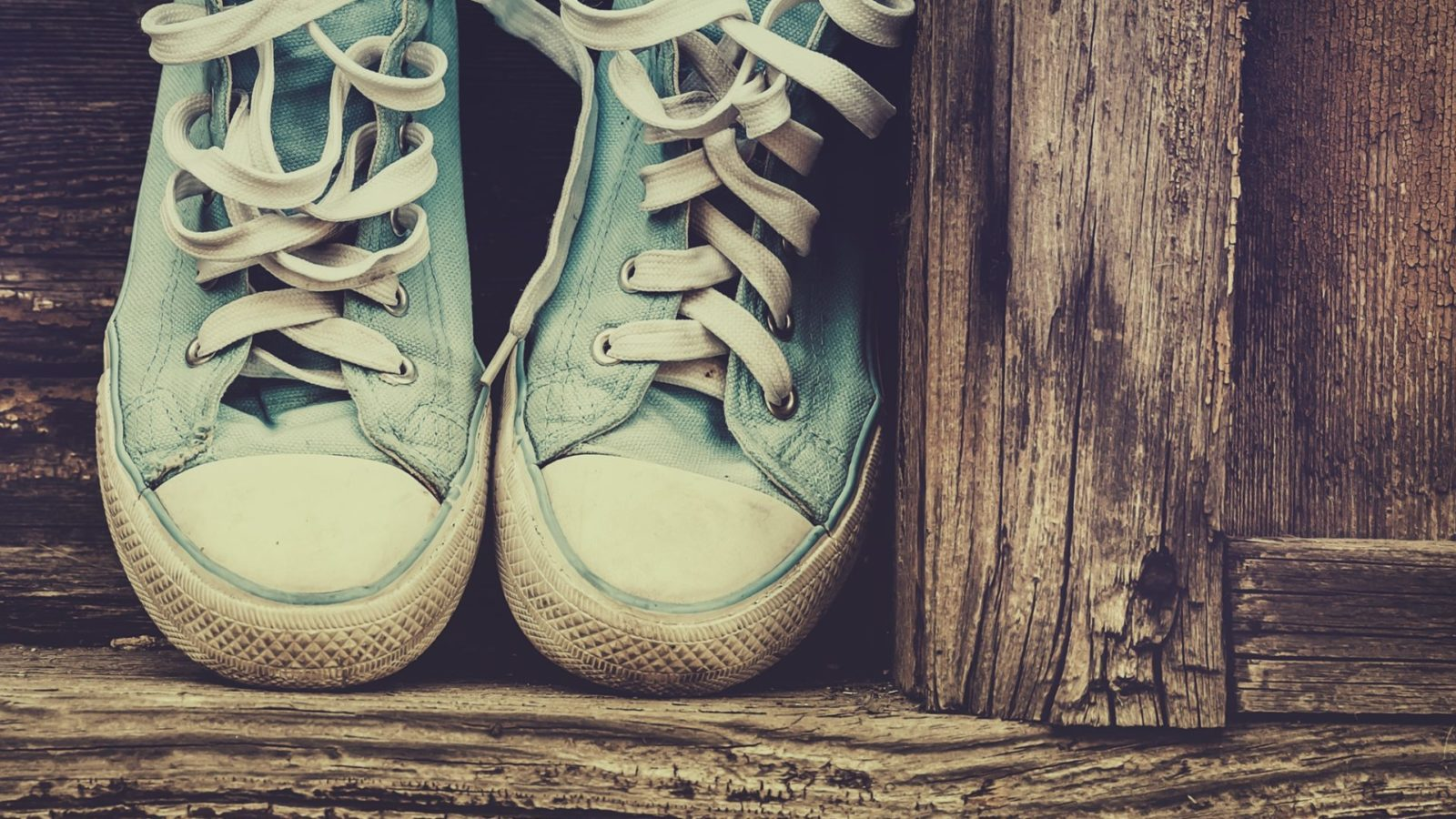How to Remove Stinky Shoe Odor without Toxic Chemicals