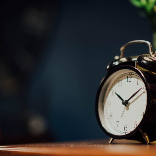 How to Wake Up Early Without an Alarm